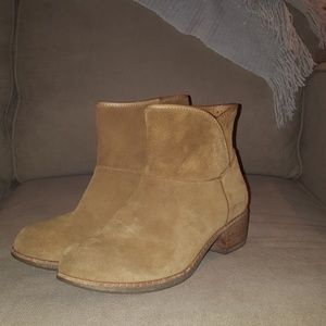 UGH ankle boots - size 8